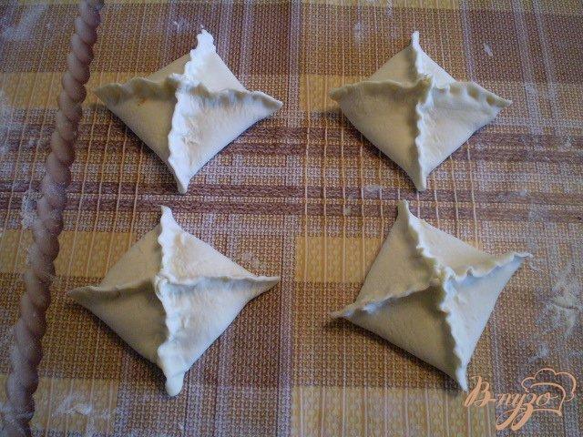 Фото приготовление рецепта: Слойки дрожжевые со сливами шаг №7