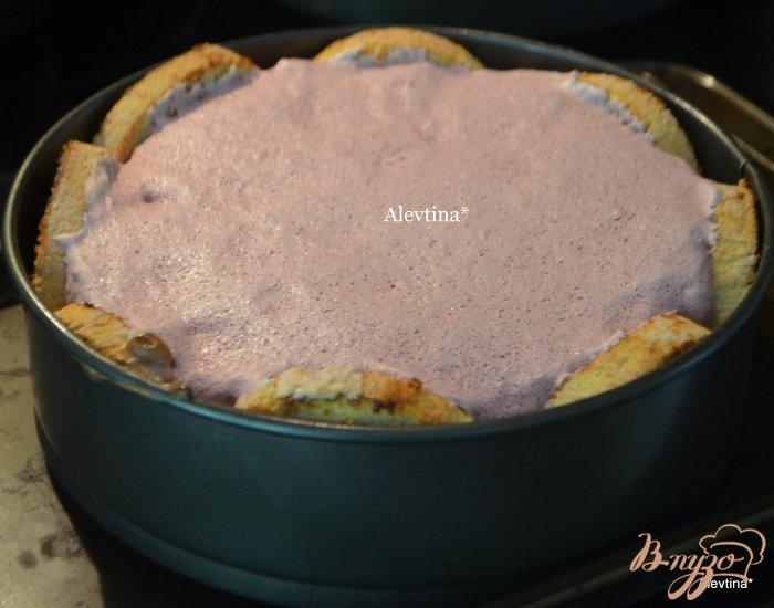 Фото приготовление рецепта: Торт праздничный с ягодным вкусом шаг №8