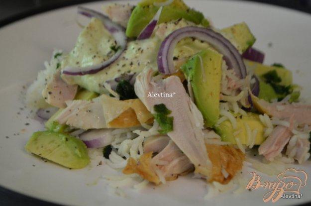 фото рецепта: Куриный салат с авокадо