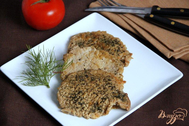 Фото приготовление рецепта: Свинина с зеленью, тушеная в пикантном  соусе шаг №6