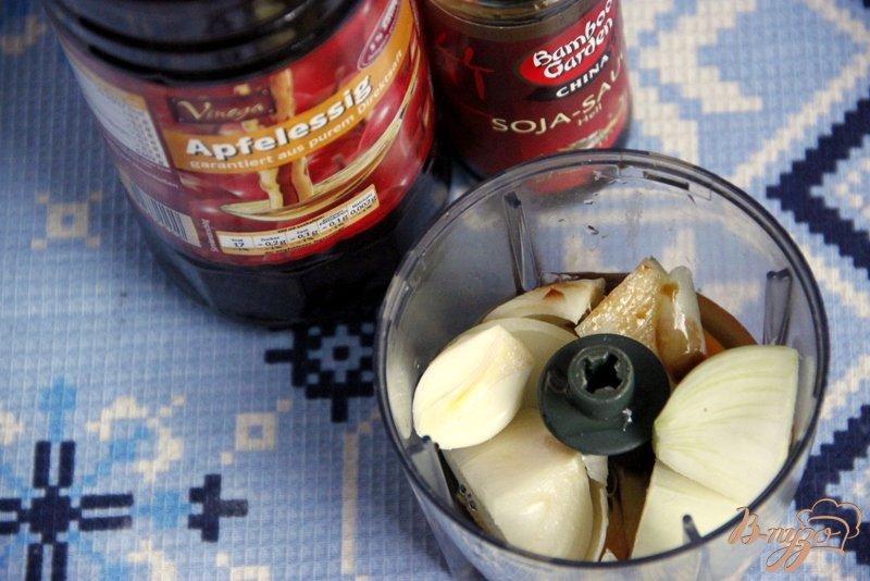 Фото приготовление рецепта: Свинина с зеленью, тушеная в пикантном  соусе шаг №3