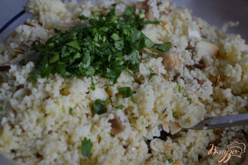 Фото приготовление рецепта: Гарнир из крупы с инжиром и миндалем шаг №4