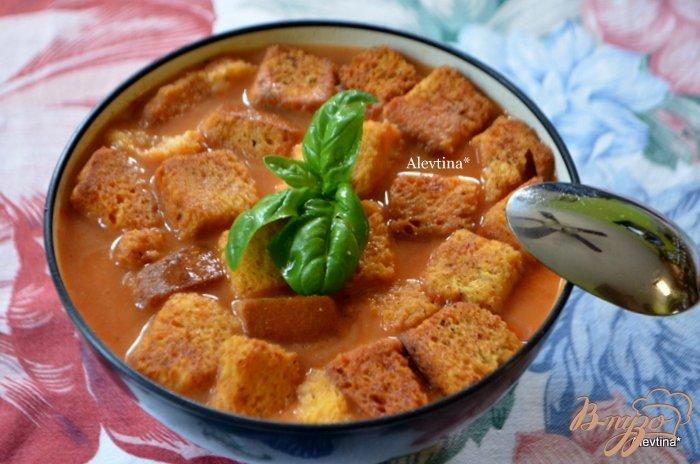 Фото приготовление рецепта: Томатный суп с крутонами шаг №4