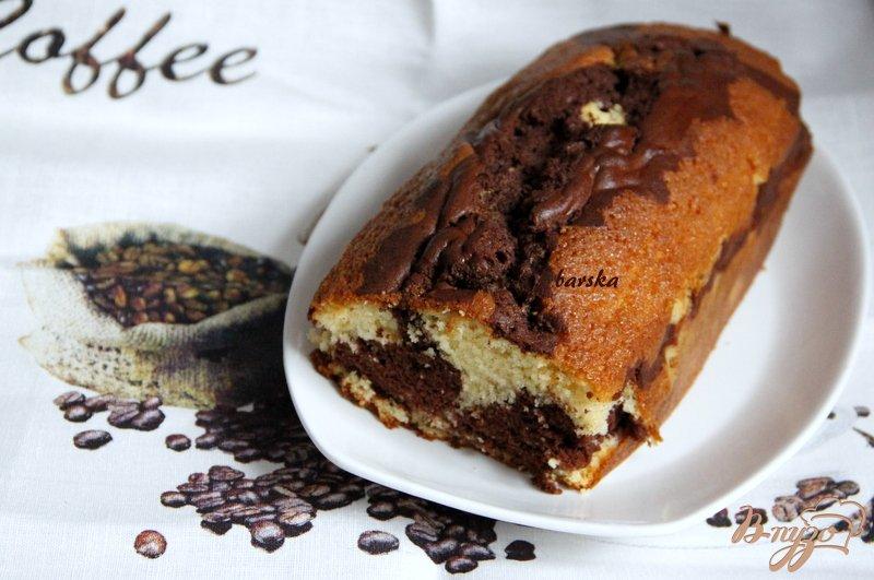 Фото приготовление рецепта: Мраморный кекс - пятиминутка шаг №7