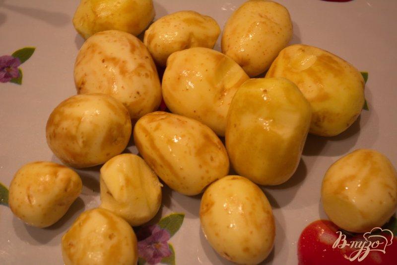 Фото приготовление рецепта: Молодая картошка в сковородке шаг №1