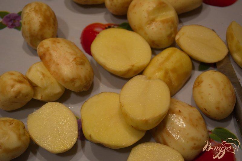 Фото приготовление рецепта: Молодая картошка в сковородке шаг №2