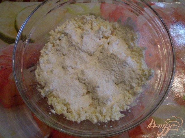 Фото приготовление рецепта: Классические сырники шаг №4