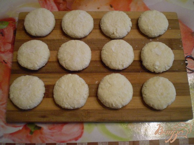 Фото приготовление рецепта: Классические сырники шаг №6