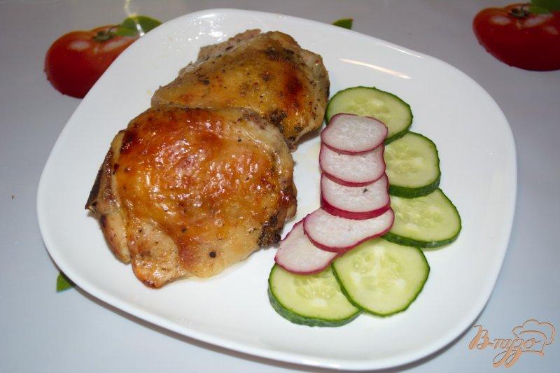 Фото приготовление рецепта: Куриные бедра запеченные в вине с шашлычными специями шаг №4