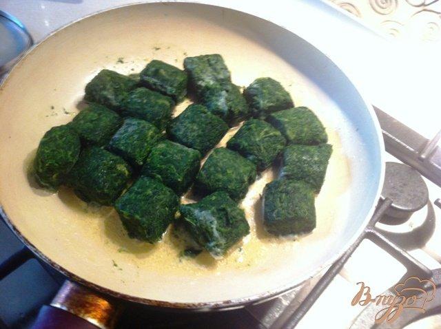 Фото приготовление рецепта: Конвертики из теста Фило с рыбой и шпинатом шаг №1