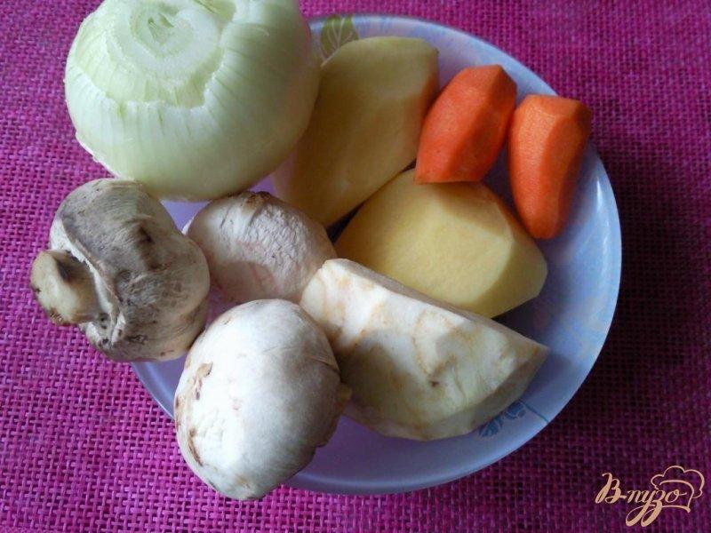 Фото приготовление рецепта: Суп-пюре с сельдереем и шампиньонами шаг №1