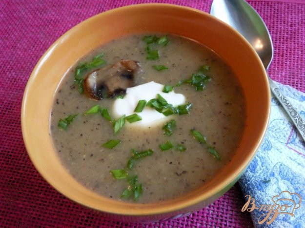 фото рецепта: Суп-пюре с сельдереем и шампиньонами