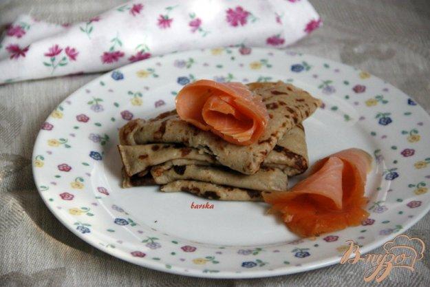 Рецепт Ржаные блины со слабо солёной рыбой