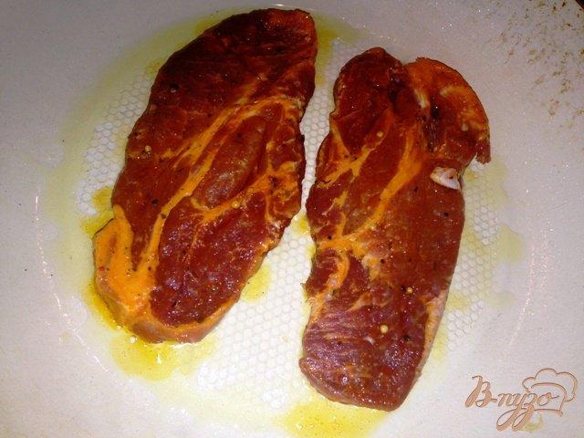 Фото приготовление рецепта: Запеченное мясо порционно шаг №3
