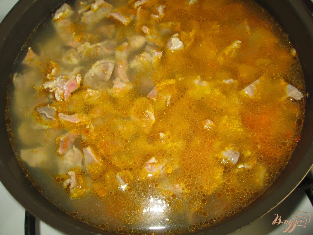 Фото приготовление рецепта: Гуляш из куриных пупков шаг №3