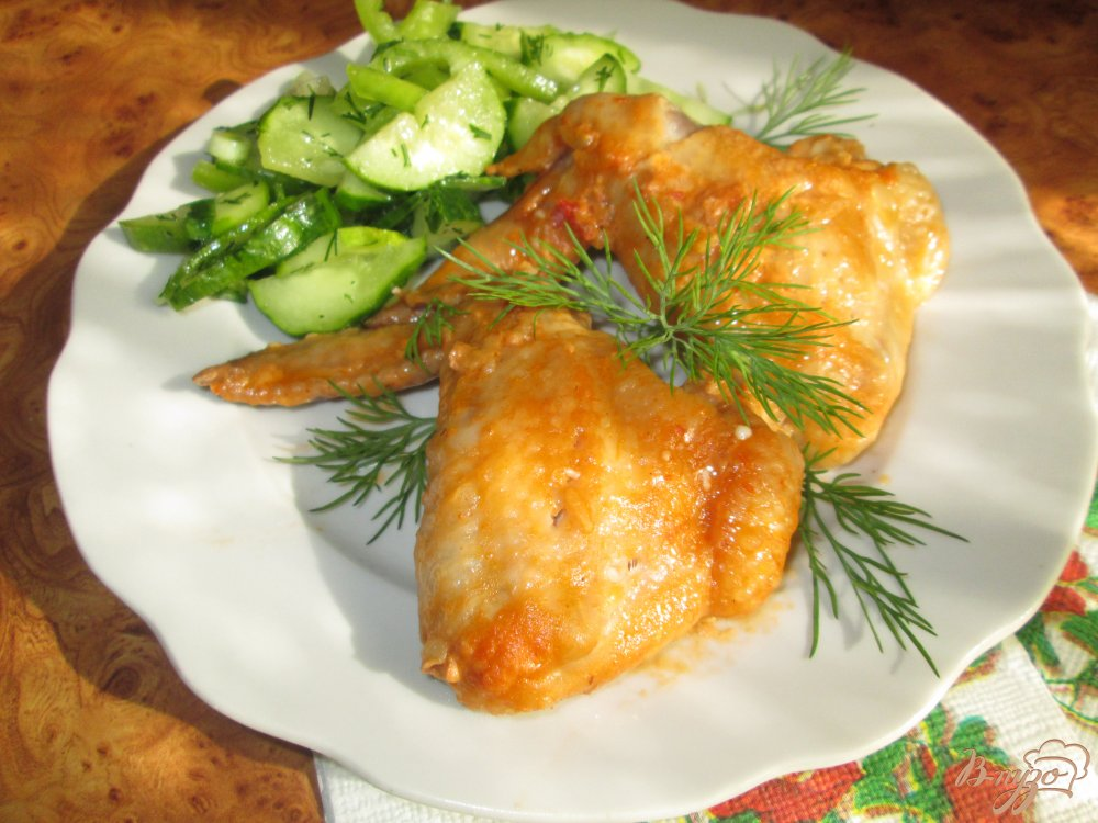 Фото приготовление рецепта: Куриные крылышки запеченные в соусе шаг №8