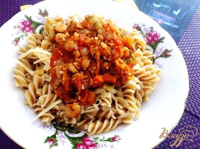 Фото приготовление рецепта: Фузилли с креветками и овощами шаг №14