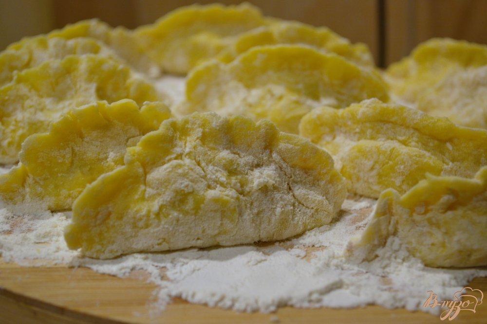 Фото приготовление рецепта: Картофельные вареники с курицей шаг №14