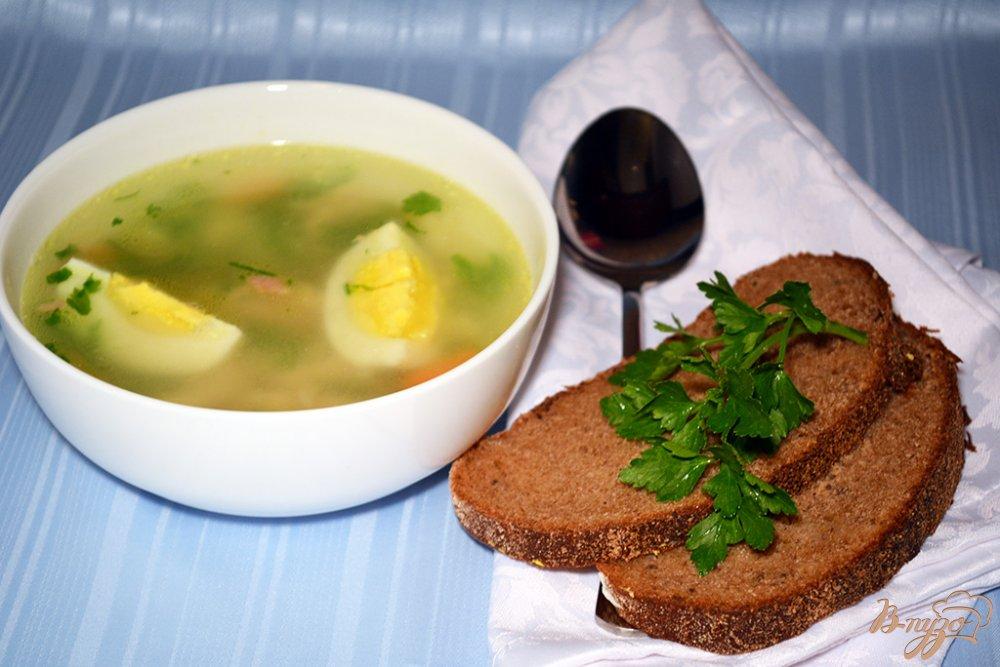 Фото приготовление рецепта: Нежный бульон из курицы с яйцом и макаронами шаг №7