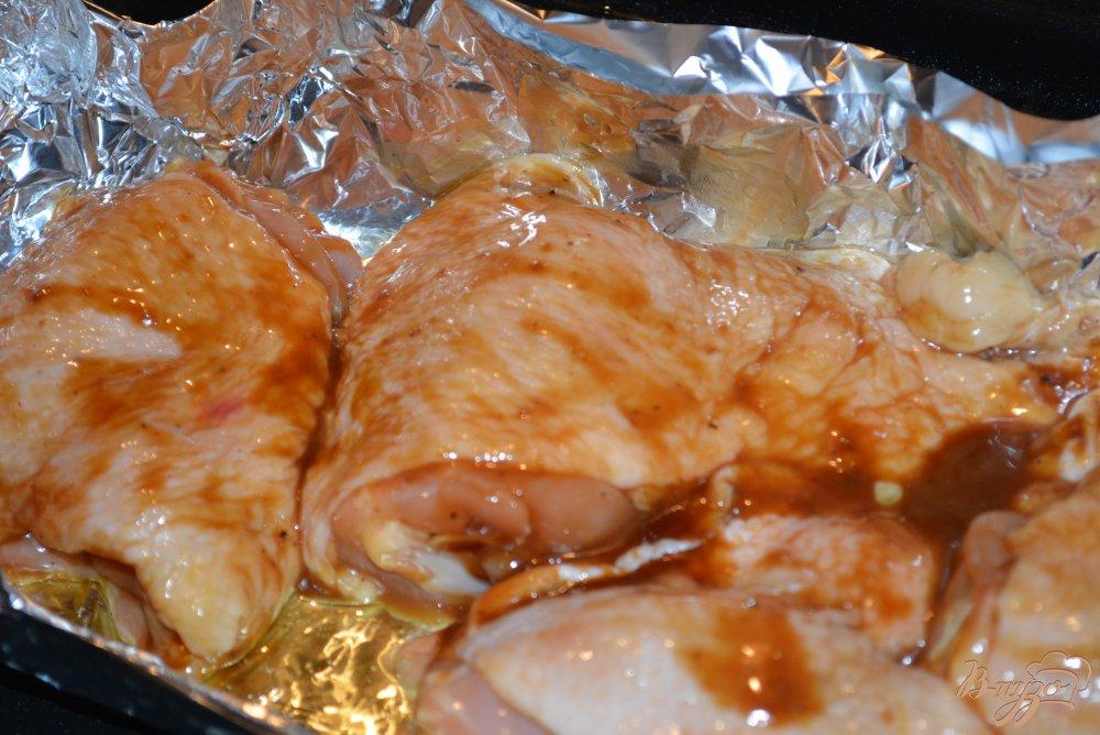 Фото приготовление рецепта: Курица в соусе Терияки с рисом и изюмом шаг №4