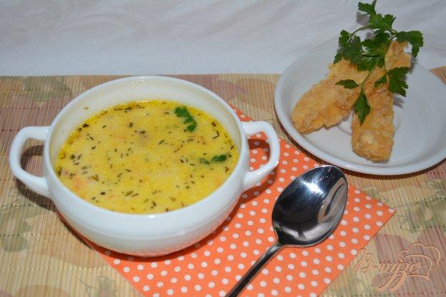 фото рецепта: Сливочный суп с сыром и сырными палочками
