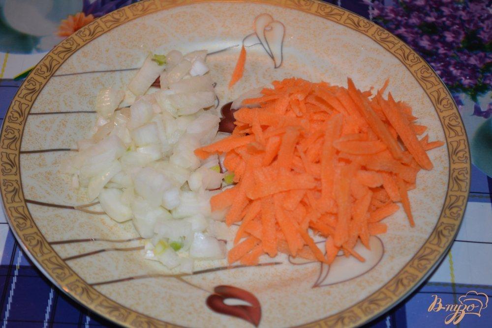 Фото приготовление рецепта: Сливочный суп с сыром и сырными палочками шаг №2