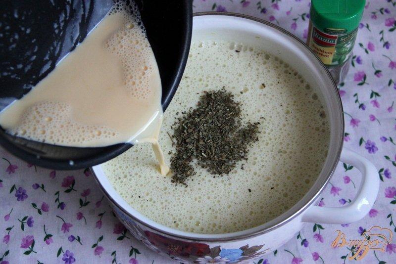 Фото приготовление рецепта: Бархатный  суп-пюре из цуккини шаг №8