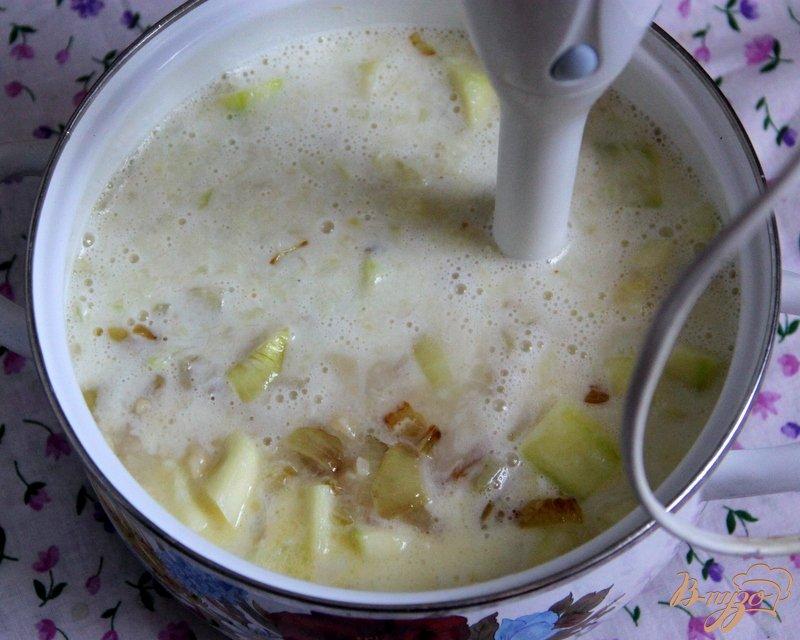 Фото приготовление рецепта: Бархатный  суп-пюре из цуккини шаг №6