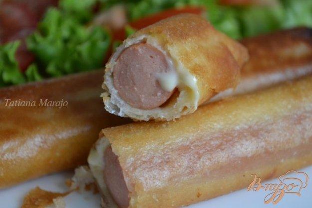 Рецепт Сосиски с сыром в тесте брик