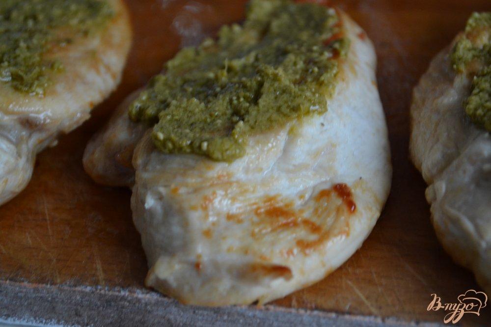 Фото приготовление рецепта: Куриные грудки с беконом и моцареллой шаг №2