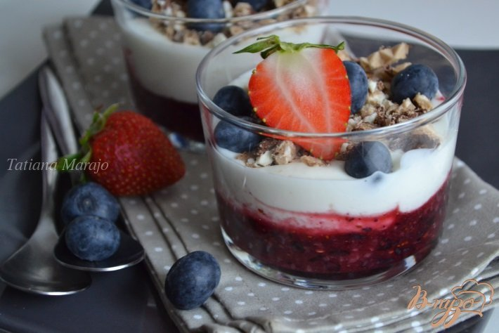 Фото приготовление рецепта: Ягодный десерт с творогом шаг №6