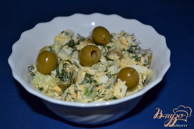 Рецепт Салат с оливками и огурцом
