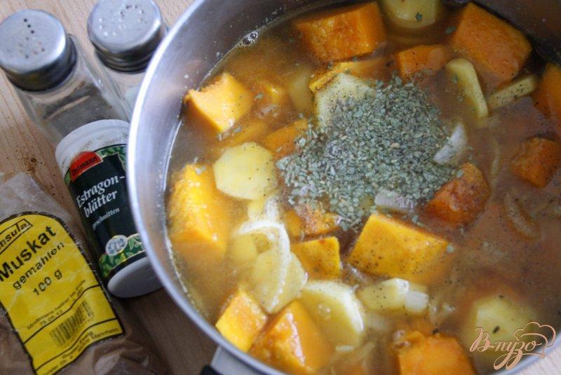 Фото приготовление рецепта: Пряный тыквенно-картофельный суп-пюре шаг №5