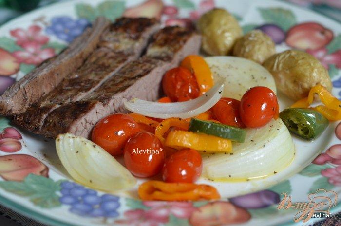 Фото приготовление рецепта: Пряный стейк с томатной сальсой шаг №4