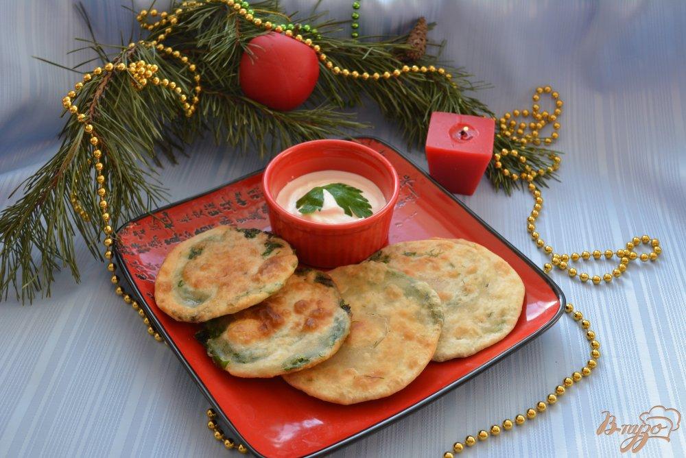 Фото приготовление рецепта: Китайские лепешки с зеленью шаг №12