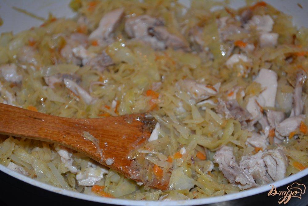 Фото приготовление рецепта: Капуста тушеная с мясом шаг №6