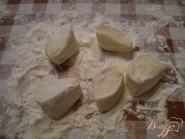 Фото приготовление рецепта: Вареники с молодым картофелем и укропом шаг №4