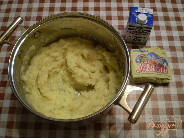 Фото приготовление рецепта: Вареники с молодым картофелем и укропом шаг №2