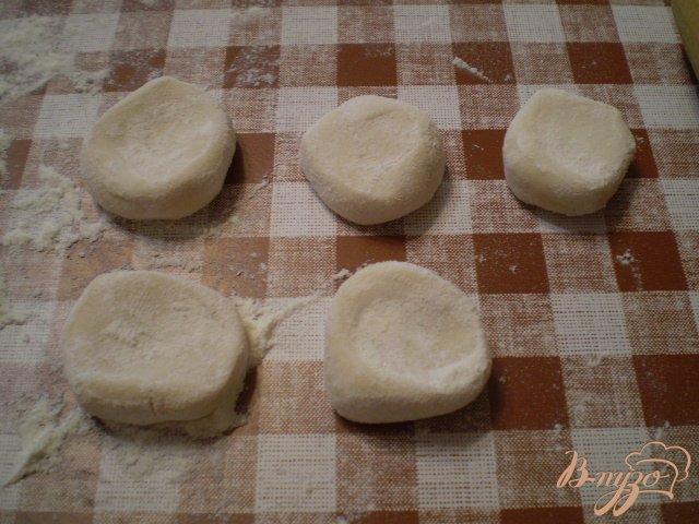 Фото приготовление рецепта: Вареники с молодым картофелем и укропом шаг №5