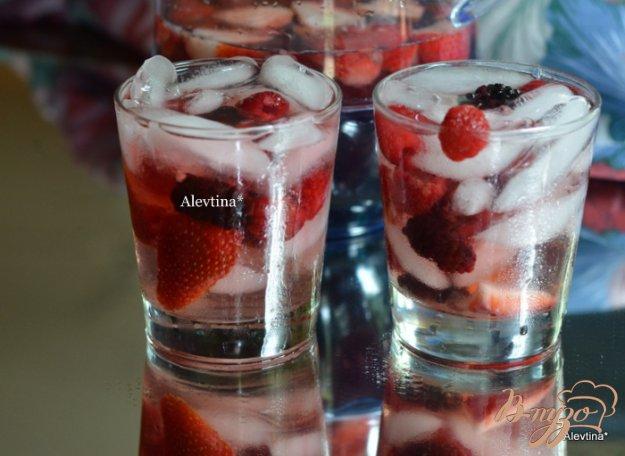 фото рецепта: Мускатная малиновая Сангрия