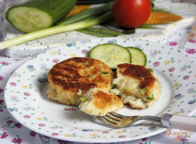 Фото приготовление рецепта: Картофельно-рыбные котлетки шаг №5