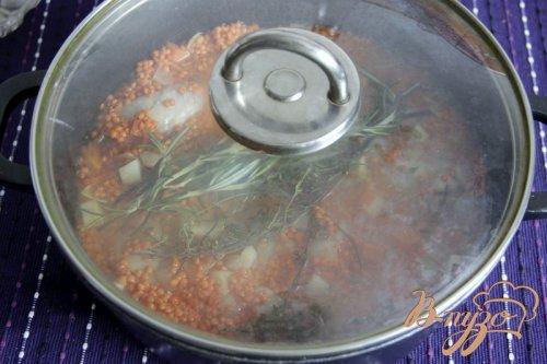 Соте из  красной чечевицы с куриными голенями