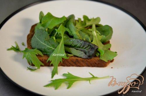 Сэндвич с копченным лососем и соусом Айоли