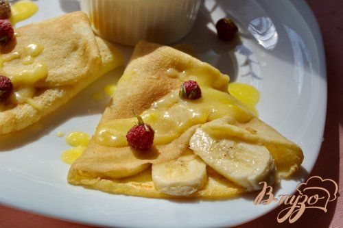 Тропические блинчики с фруктами и лимонным курдом