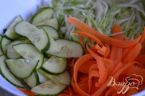 Овощной салат с вяленой клюквой и тыквенными семечками