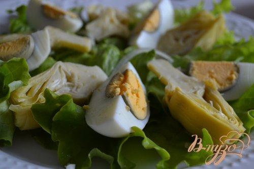Салат с авокадо , яйцом и крабовыми палочками