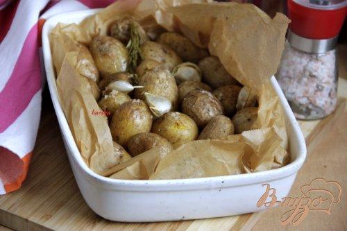 Картофель, запечённый в пергаменте с травами