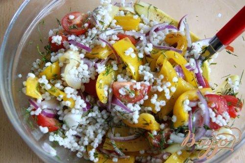 Тёплый салат из перловки и овощей