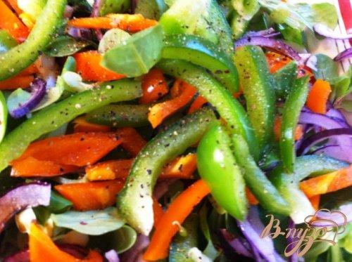 Салат овощной с кальмарами