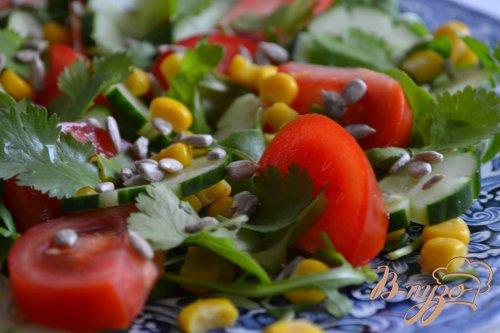 Овощной салат с яично-горчичным соусом